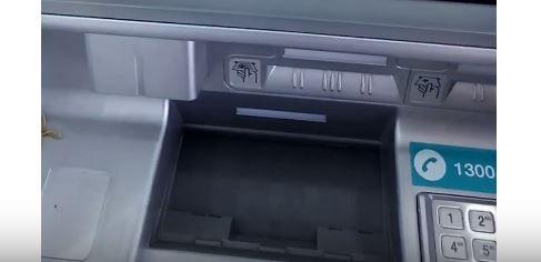 Masukan Duit Pada Slot ATM